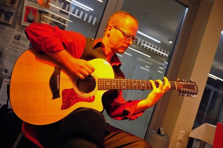 Gitarren-Live-Musik: Konzertante Töne auf der Gitarre von Martin Hoepfner