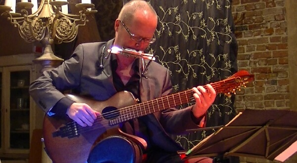 Gitarren-Live-Musik: Martin Hoepfner im Konzert mit der Gitarre von Rolf Spuler und Mundharmonika