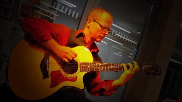 Gitarren-Live-Musik: Instrumentalmusik auf der Gitarre