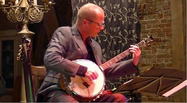 Gitarren-Live-Musik: Martin Hoepfner im Konzert mit Banjo